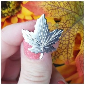 🍁Vintage 70s Sterling Maple Leaf Brooch🍁